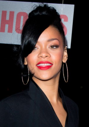 Rihanna_5,_2012-(1)